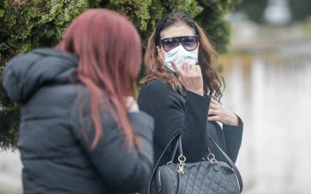 Gisela Serrano despede-se da mãe de máscara devido à COVID-19