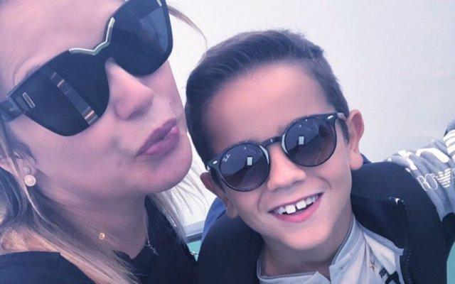 Katia Aveiro surpreende o filho com quarto de sonho