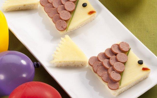 Peixinhos de queijo e salsichas