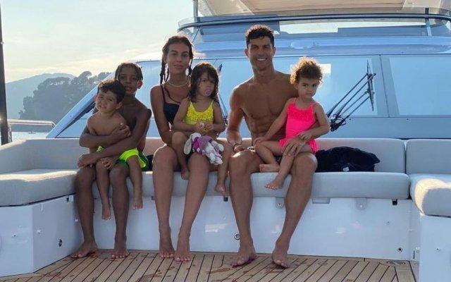 Cristiano com Georgina e os filhos