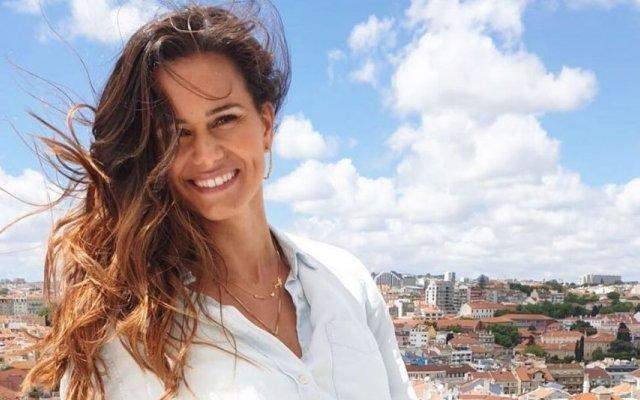 Cláudia Vieira dá erro ortográfico e os fãs não perdoam
