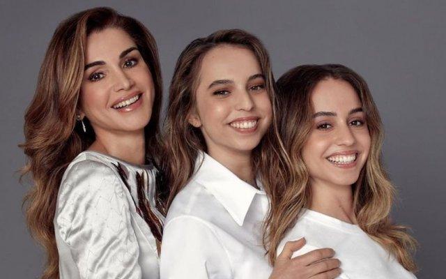 Rânia da Jordânia com as filhas: Salma e Iman
