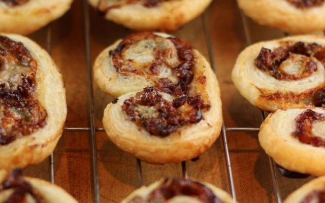 A receita de Palmieres de Pesto com Bacon e Azeitona do Chef Rui Coelho