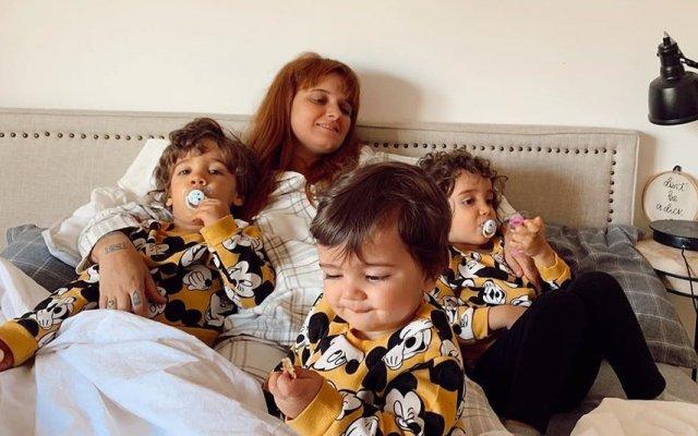 Carolina Deslandes com os três filhos