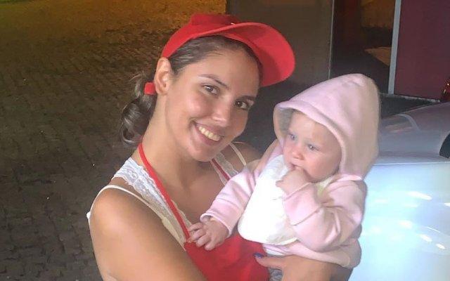 Carina com a filha Leonor, de 11 meses