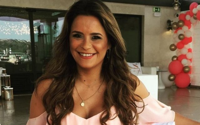 Carla Baía chora a morte do pai