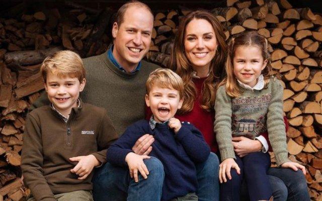 Duques de Cambridge divulgaram cartas dos filhos para a princesa Diana