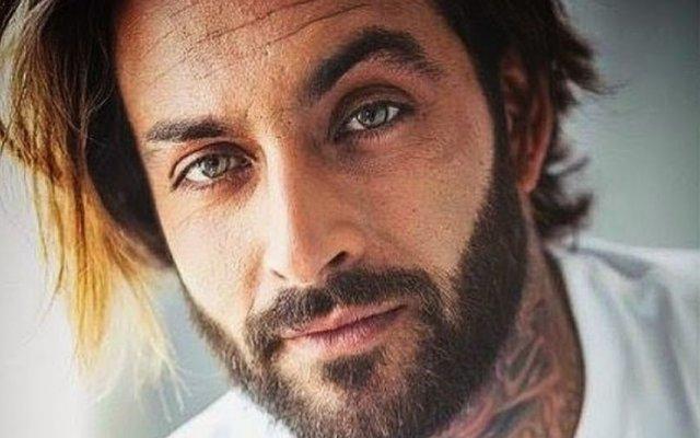 Carlos Sousa deixou de ser barbeiro para ser agora agente imobiliário