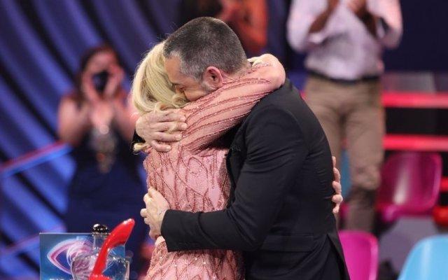 """Teresa Guilherme e Cláudio Ramos ficaram emocionados no final da gala do """"Big Brother – Duplo Impacto"""""""