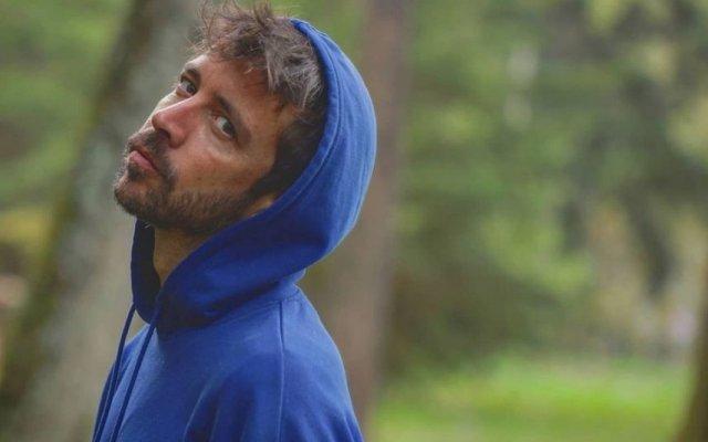 Paulo Vintém chora a morte da avó