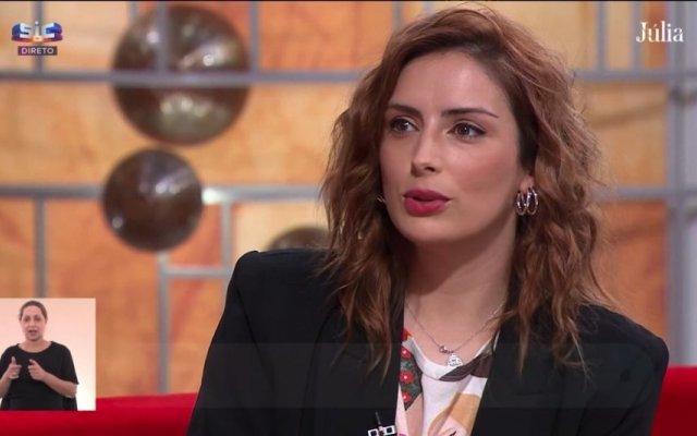 """Carolina Torres foi convidada do programa """"Júlia"""" desta segunda-feira, 10 de maio"""