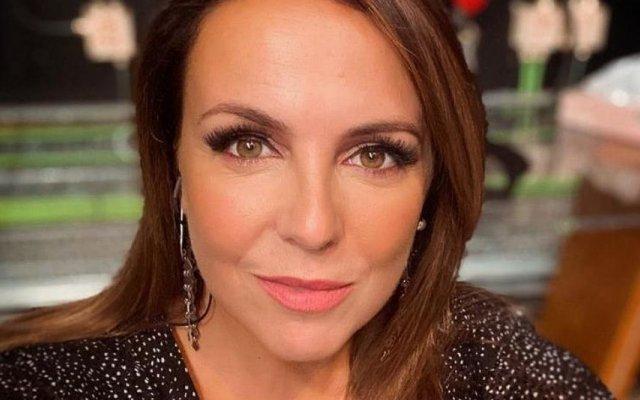 Tânia Ribas de Oliveira chora a partida do seu animal de estimação Bauer
