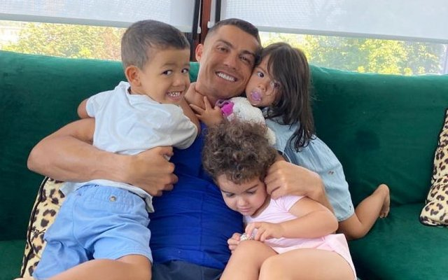 Filhos gémeos de Cristiano Ronaldo fazem quatro anos
