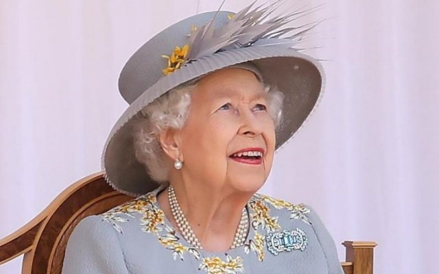 Isabel II protagonizou um momento caricato