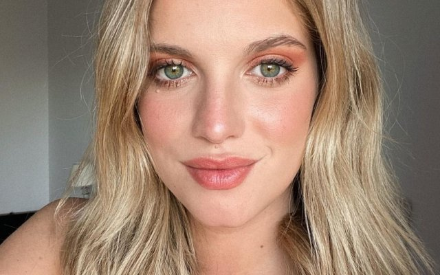 Júlia Palha, SIC, A Serra, biquíni, elogios, redes sociais, atriz, novela