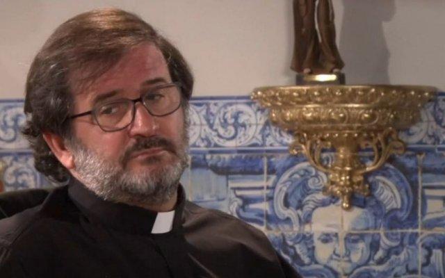 "Carlos M. Cunha, o padre Isidro de ""Festa é Festa"", da TVI, vai casar-se com Marisa Lopes"