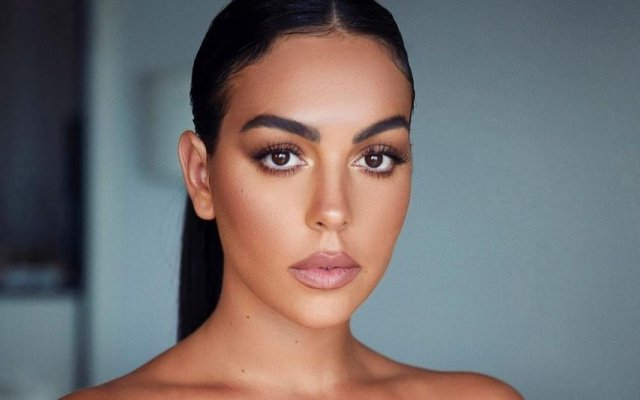 Georgina Rodríguez está de férias, mas isso não significa que abra mão dos looks luxuosos