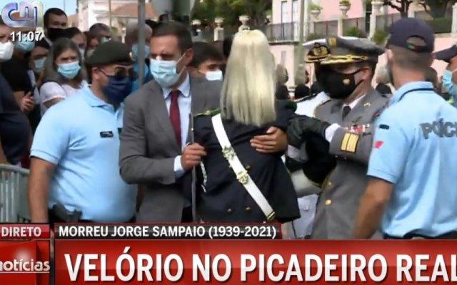 Militar sente-se mal durante velório de Jorge Sampaio