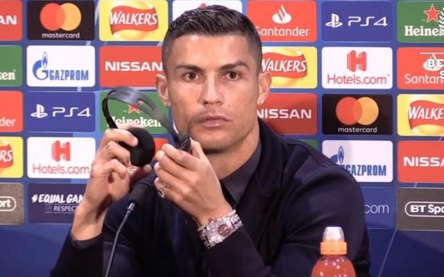 760c64771ec O «bling bling» de Cristiano Ronaldo - Jogador usa relógio de quase 2  milhões de euros na conferência mais aguardada
