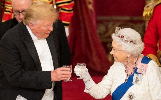 Rainha Isabel II e Donald Trump
