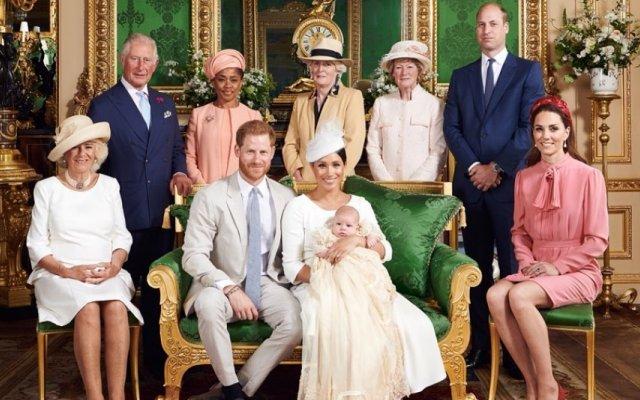 Família real no dia do batizado de Archie