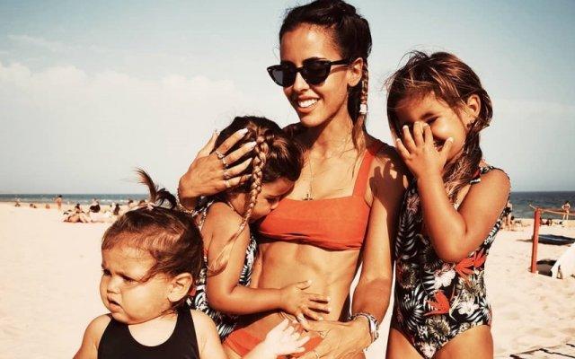 Carolina Patrocínio com as filhas
