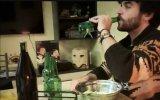 Músico italiano reaproveita vidro e faz música