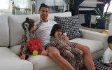Cristiano Ronaldo com os filhos, Eva, Mateo e Alana Martina