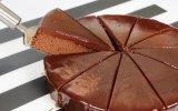 Comer bolo de chocolate ao pequeno-almoço ajuda a emagrecer diz um estudo