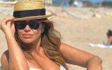 Sílvia Rizzo esteve na praia com o modelo Ricardo Oliveira