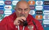 O selecionador russo, Stanislav Cherchesov, reagiu à atitude do craque português