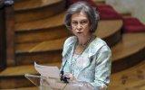 Rainha Sofia está a ser criticada por não acompanhar o marido no hospital