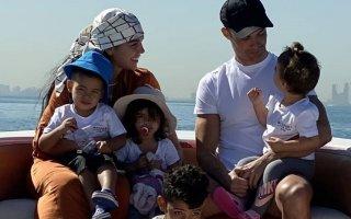 Georgina Rodríguez, Cristiano Ronaldo e os filhos, Eva, Mateo, Alana Martina e Cristianinho