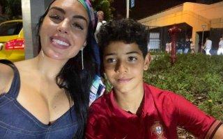 Georgina Rodríguez e Cristianinho assistiram ao jogo entre as seleções de Portugal e da França