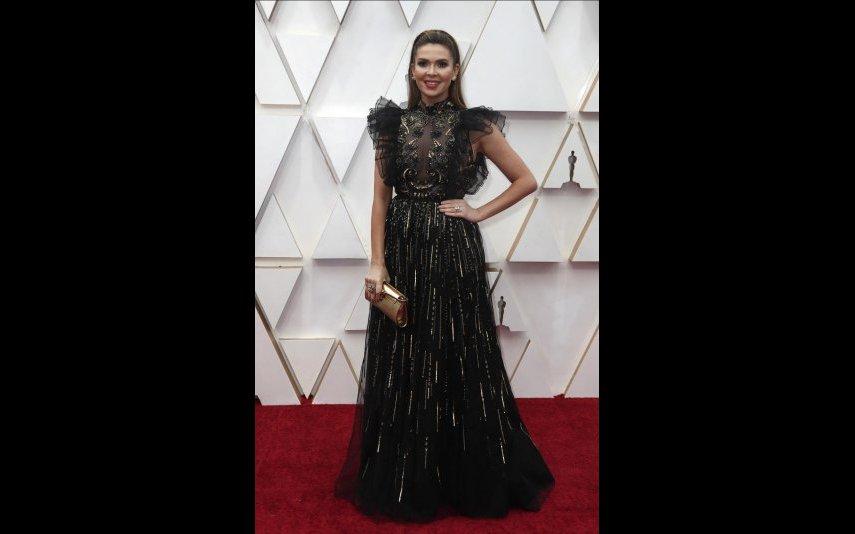 Carly Steel num vestido preto e dourado Zuhair Murad Couture. Ficou muito bem - 4 estrelas