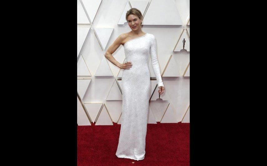 Renée Zellweger deslumbrante num vestido assimétrico de Armani Privé - 5 estrelas