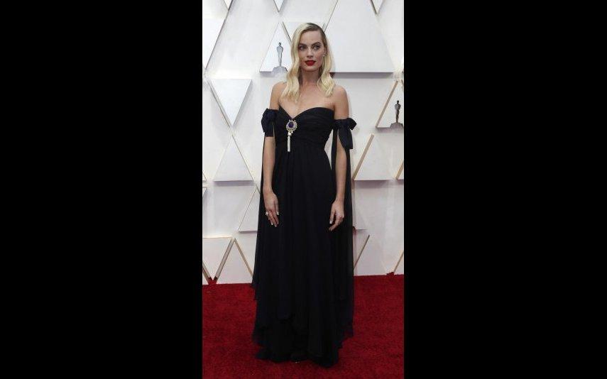 Margot Robbie, acho-a muito elegante, no entanto, não sei se é a sua postura, mas não acho que este Chanel a tenha feito brilhar...- 3 estrelas