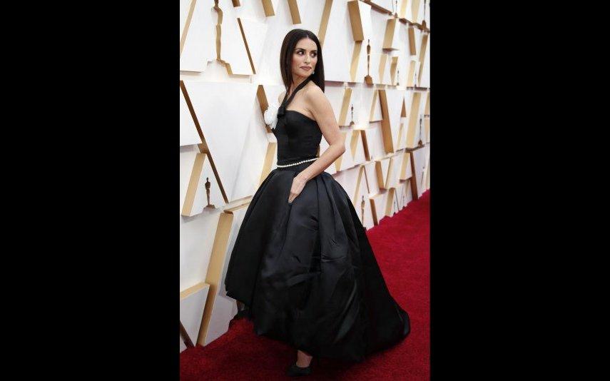 Penélope Cruz, o vestido roubou-lhe toda a beleza, até parece mais baixa - 2 estrelas