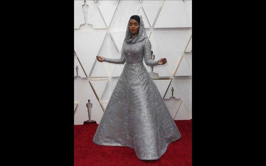 Janelle Monáe optou por um Ralph Lauren e composto por mais de 17.000 cristais. A mim, não me convence - 2 estrelas