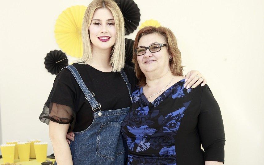 Bernardina com a mãe, Rosa Branca