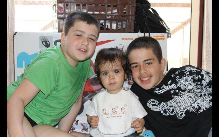 Lucas com os irmãos, Miguel e Ricardo