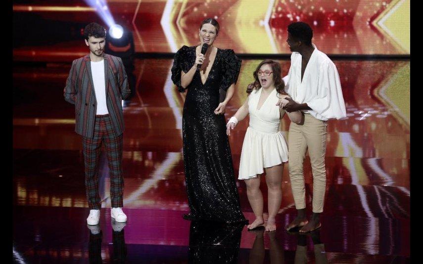 Sílvia Alberto com os finalistas João Dias, Celso e Joana