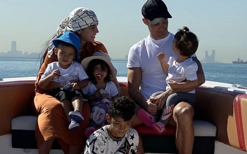 Georgina Rodríguez com Cristiano Ronaldo e os filhos, Cristianinho, Alana Martina, Eva e Mateo