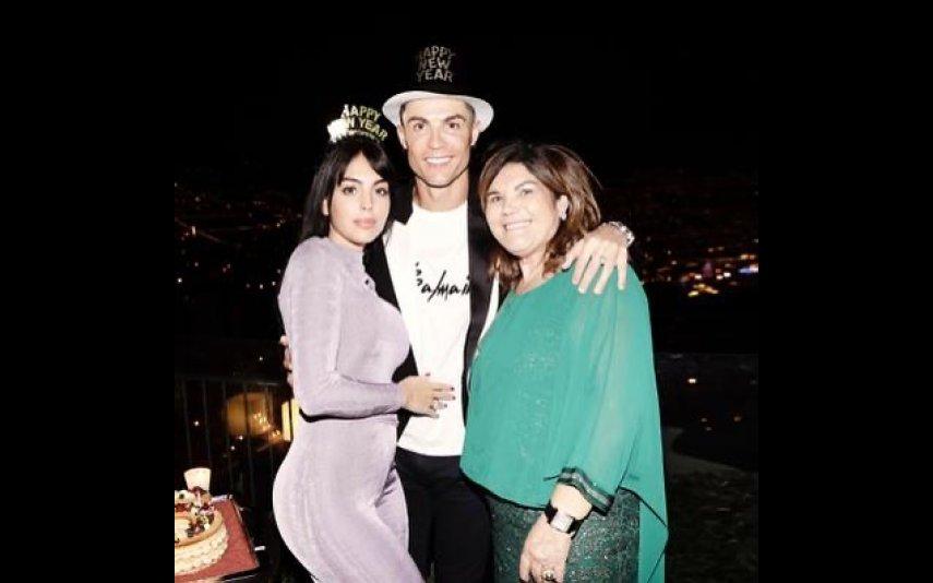 Cristiano Ronaldo com Georgina Rodríguez e a mãe, Dolores Aveiro