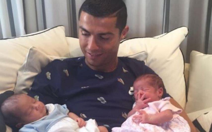 Cristiano Ronaldo com Mateo e Eva