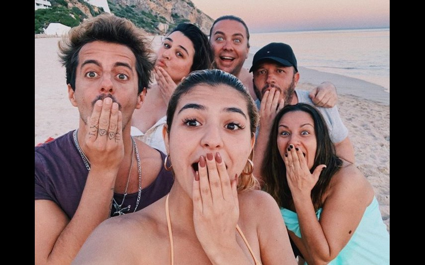 Bárbara Bandeira e Kasha com a família da cantora