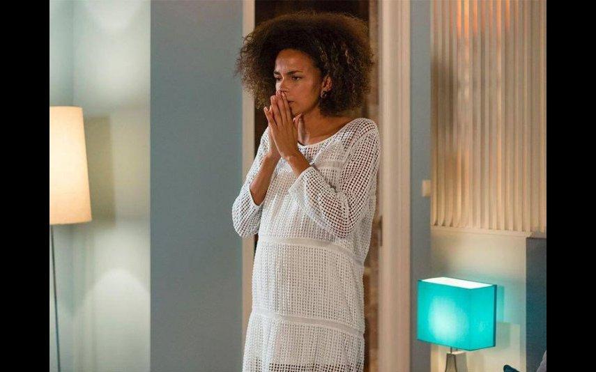 Na novela, Carla vai engravidar do amante