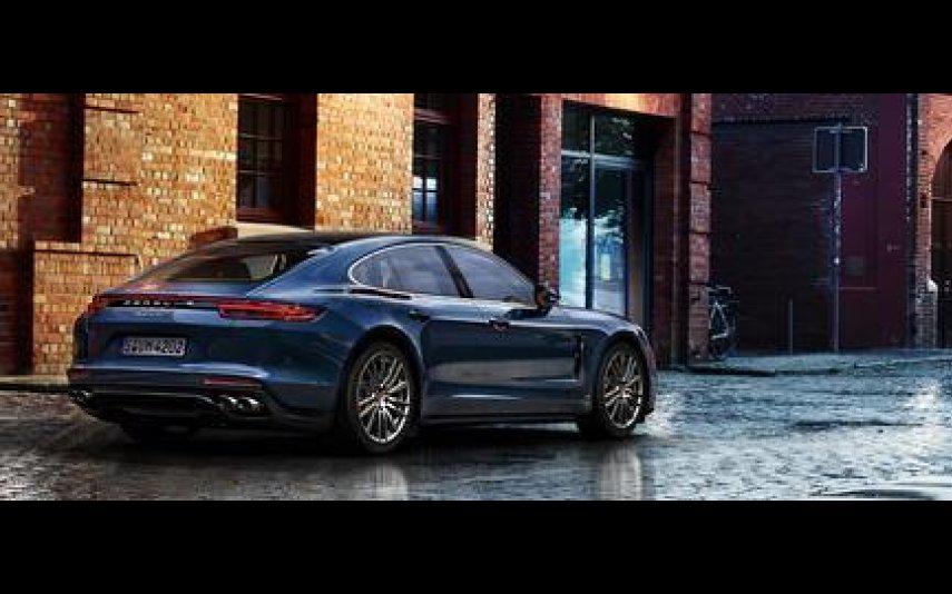 Em 2016, Cristina Ferreira surgiu com um Porsche Panamera Diesel, cujo valor ultrapassa os 135 mil euros