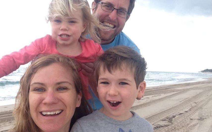Maeve Kennedy Townsend McKean com os filhos e o marido