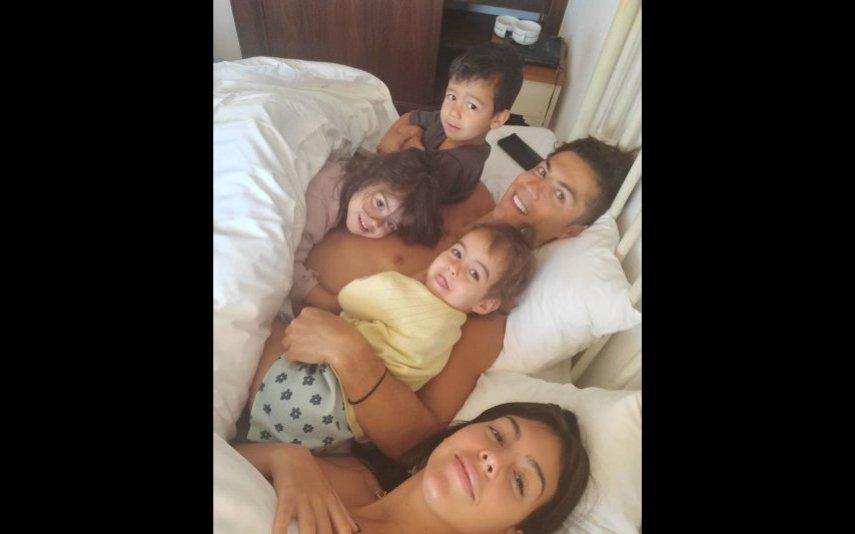 Georgina Rodríguez e Ronaldo com os filhos